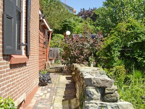 Heathside Cottage Urban Garden (One Full Lot Size)